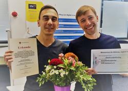 Mitarbeiter des Projekts digital.elw halten Preisurkunde Foto: Evelyn Dahme