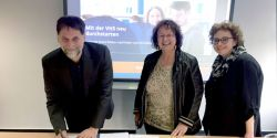 Vertragsunterzeichnung für Launch www.volkshochschule.de in Bonn_Foto DVV
