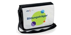 Tasche mit dem Aufdruck Bildungsträger und vhs.cloud-Logo